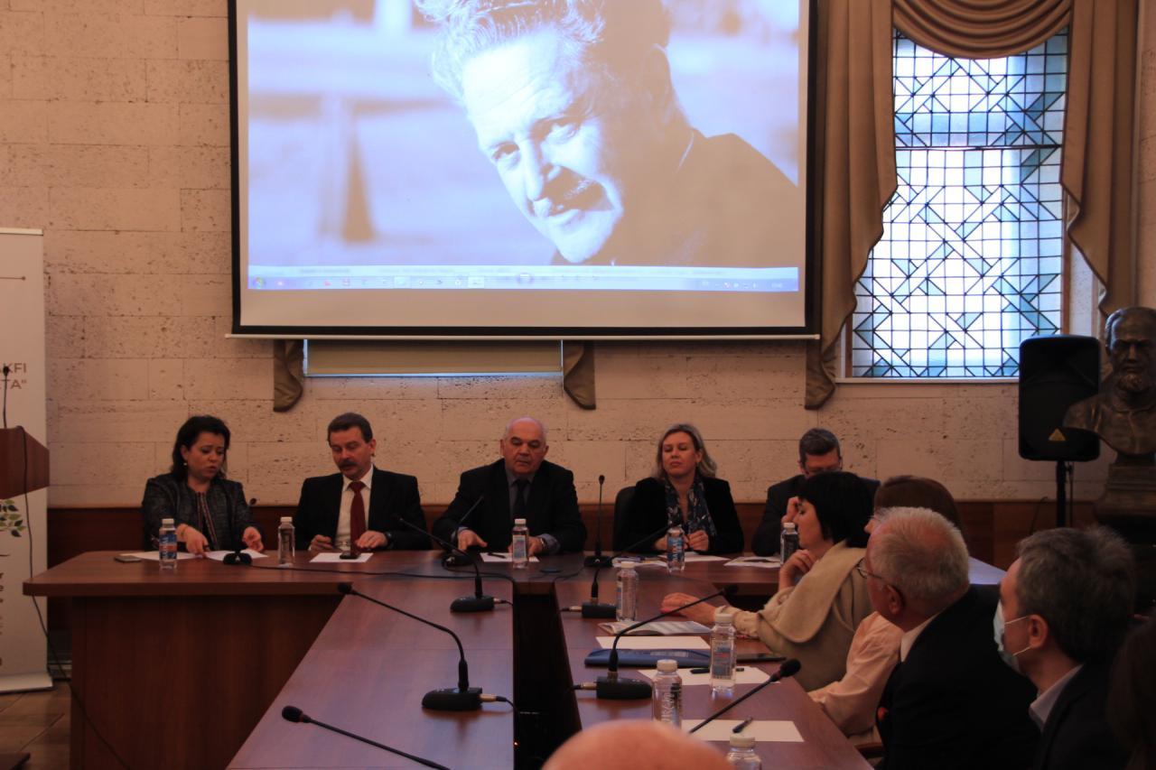 Универсанты почтили память турецкого поэта Назыма Хикмета