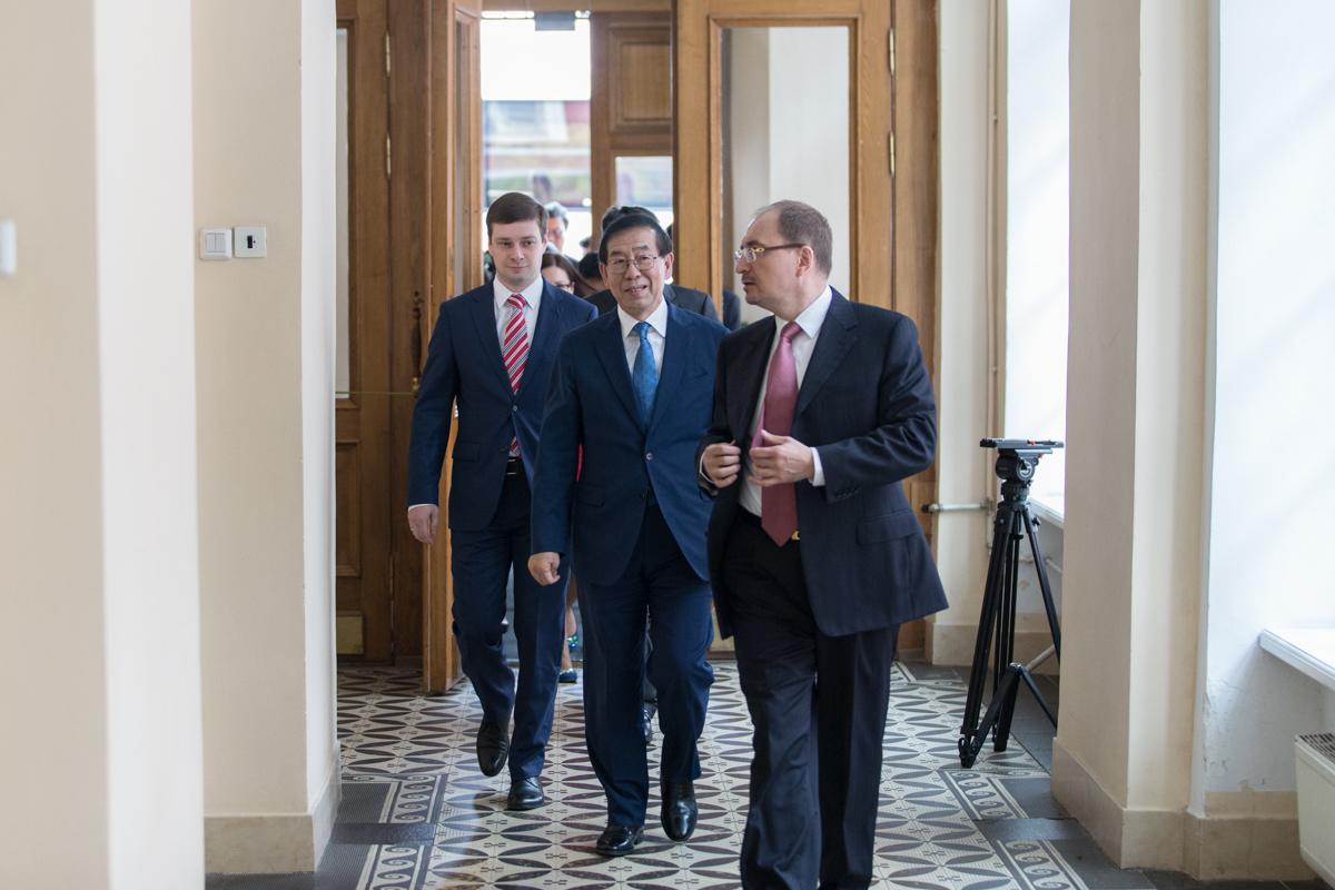 Санкт-Петербургский университет посетил мэр Сеула