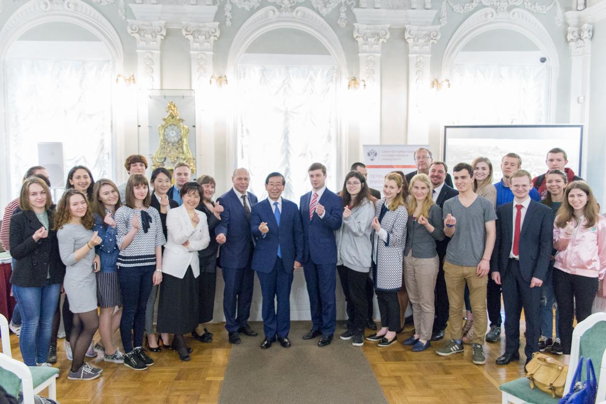 Мэр Сеула прочел открытую лекцию для студентов и преподавателей СПбГУ