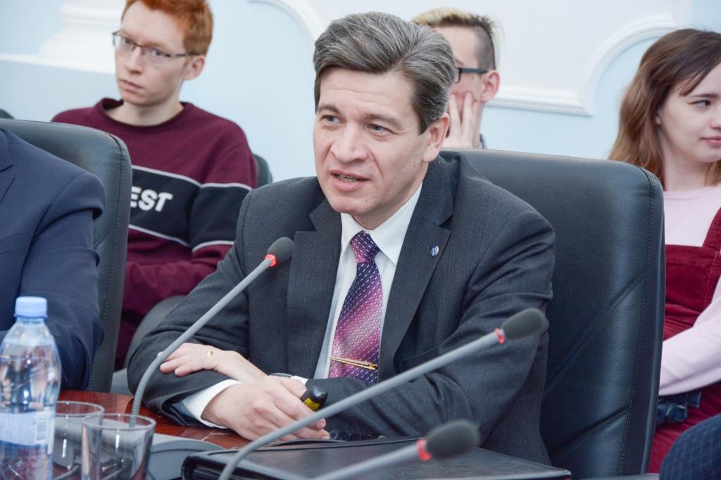 Профессор СПбГУ Владимир Колотов прочитал лекции в Казани