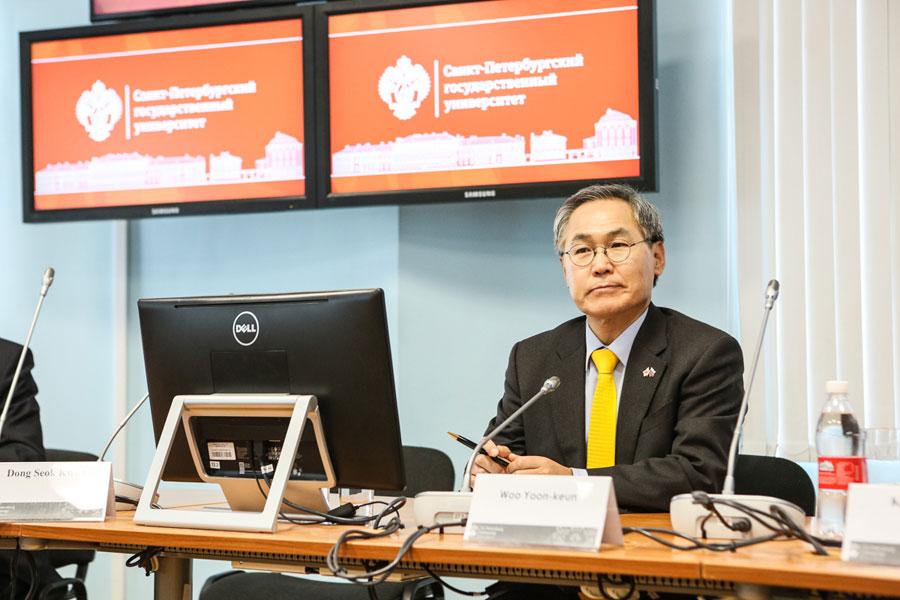 Ambassador of the Republic of Korea in Russia meets students