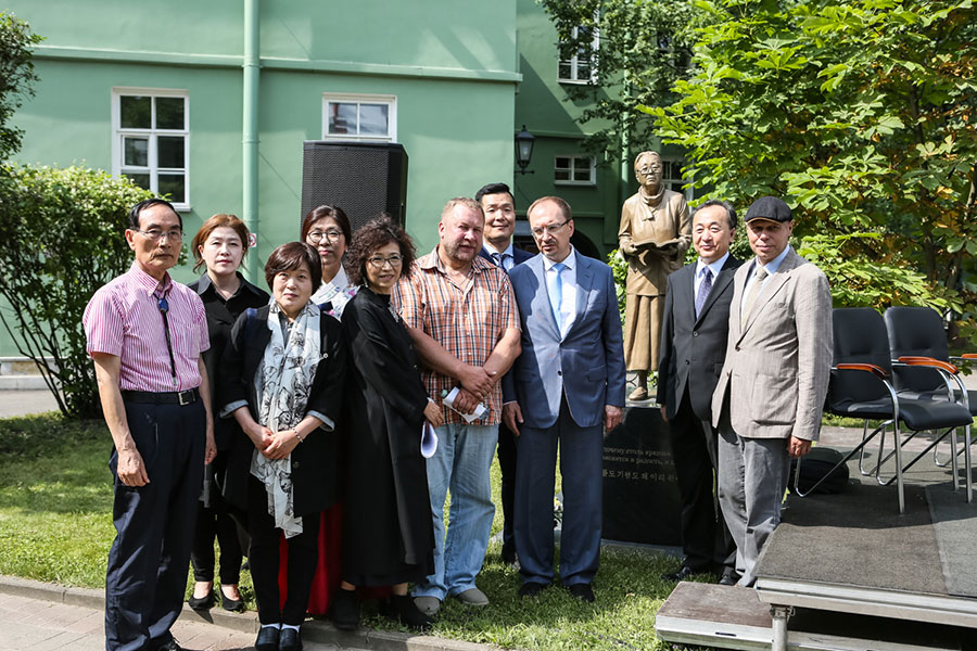 A year later: the First Literary Readings have taken place at the monument to Pak Kyongni in St Petersburg University