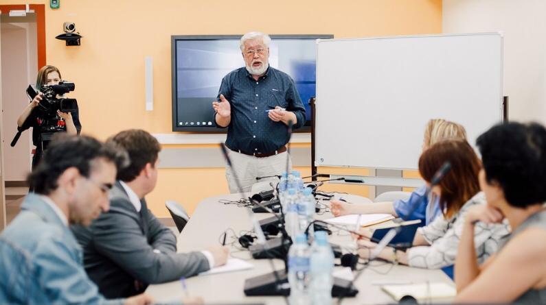 25 декабря ‒ открытая лекция переводчика Андрея Фалалеева
