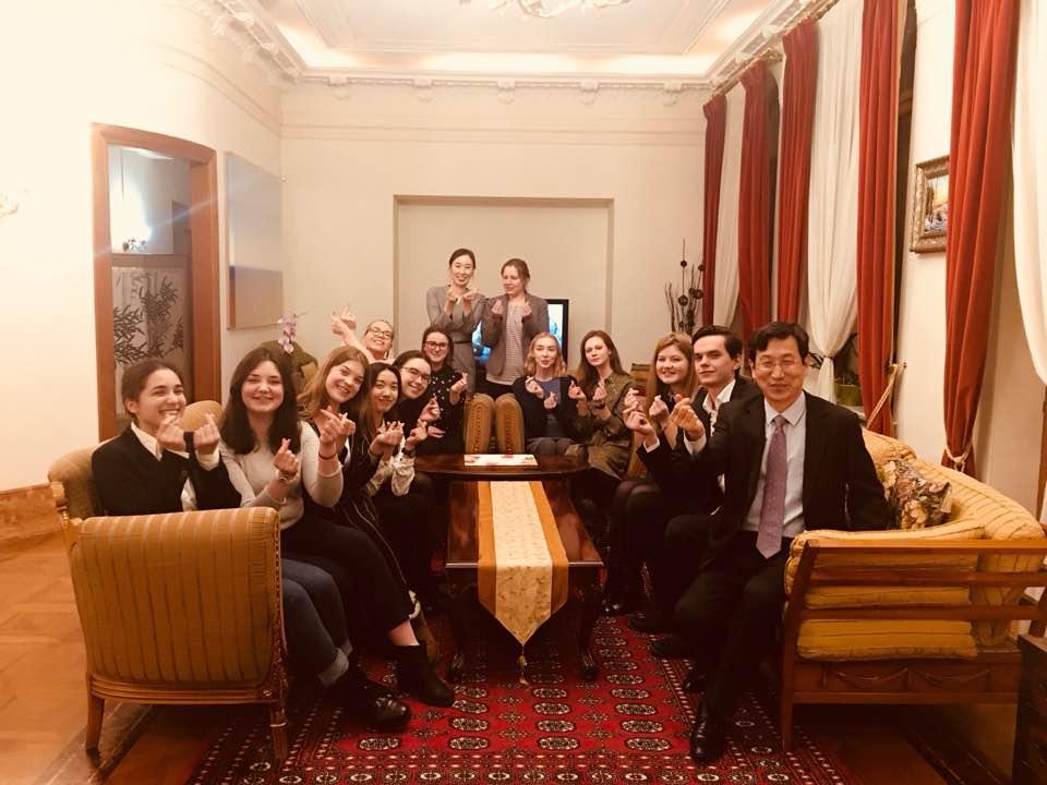 Студенты побывали в резиденции Генерального консула Республики Корея